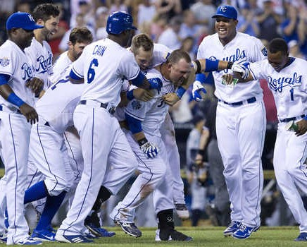 Royals-Walk-Off-Celebration-436x350