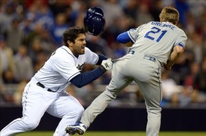 zach-greinke-broken-collarbone-brawl-570x379