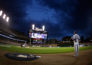 eDETROIT, MI - MAY 08:  Alex Gordon #4 of the Kansas City Royals waits on deck during the fifth inning while playing the Detroit Tigers at Comerica Park on May 8, 2015 in Detroit, Michigan.  (Photo by Gregory Shamus/Getty Images)