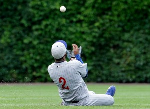 Kansas City Royals shortstop Alcides Escobar can't make the catch on a single by Chicago Cubs' David Ross during the 11th inning of a baseball game, Sunday, May 31, 2015, in Chicago. The Cubs won 2-1. (AP Photo/Nam Y. Huh)