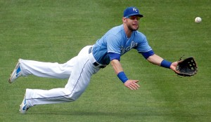 Kansas City Royals left fielder Alex Gordon makes a diving catch for the out against Minnesota Twins' Trevor Plouffe during the fourth inning of a baseball game Sunday, July 5, 2015, in Kansas City, Mo. (AP Photo/Charlie Riedel)
